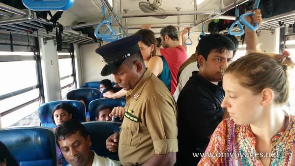 Dans le train entre Colombo et Bilapitiya